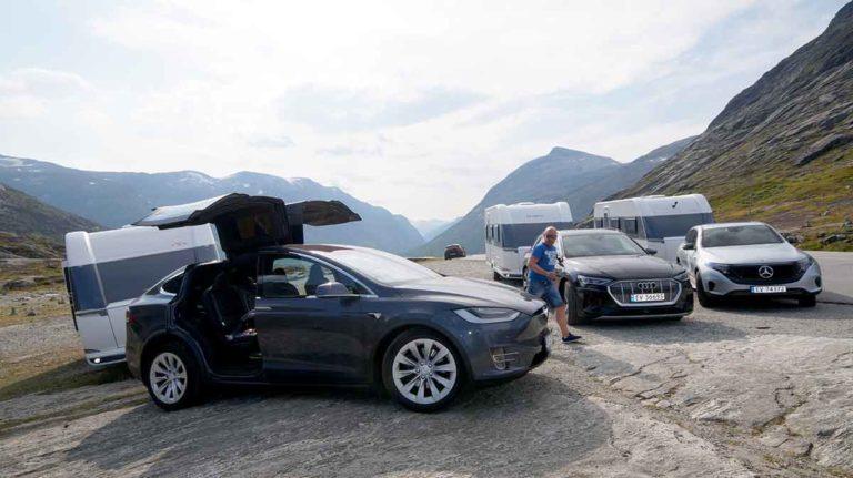 ELECTRIC CAR AND CARAVAN